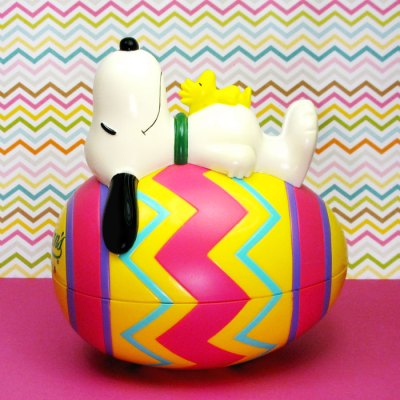 Snoopy on Easter Egg Bank