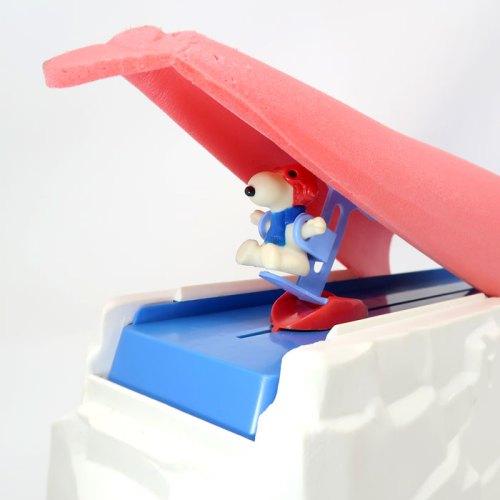 Hang Gliding Snoopy - Snoopy's Daredevil Flyer