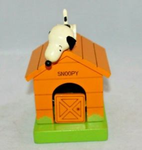 Snoopy on Doghouse Musical Bank