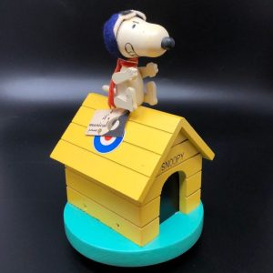 Pilot Snoopy Doghouse Wooden Musical
