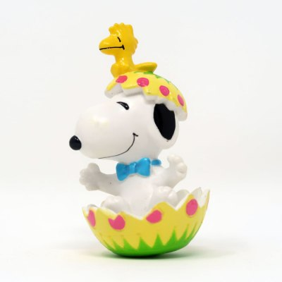 Snoopy hatching from yellow Easter egg PVC Figurine