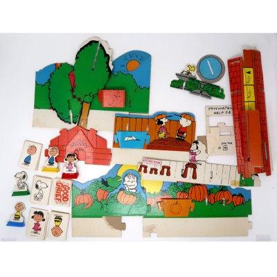 Good ol' Charlie Brown Game - Pieces