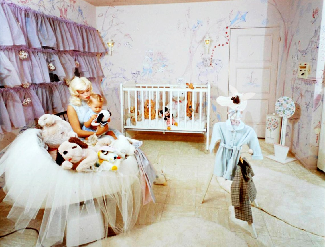 Jayne Mansfield's Pink Palace | Jayne with her family in the nursery.
