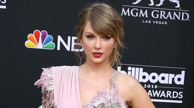 Taylor Swift in a pink Versace dress at the 2018 Billboard Music Awards