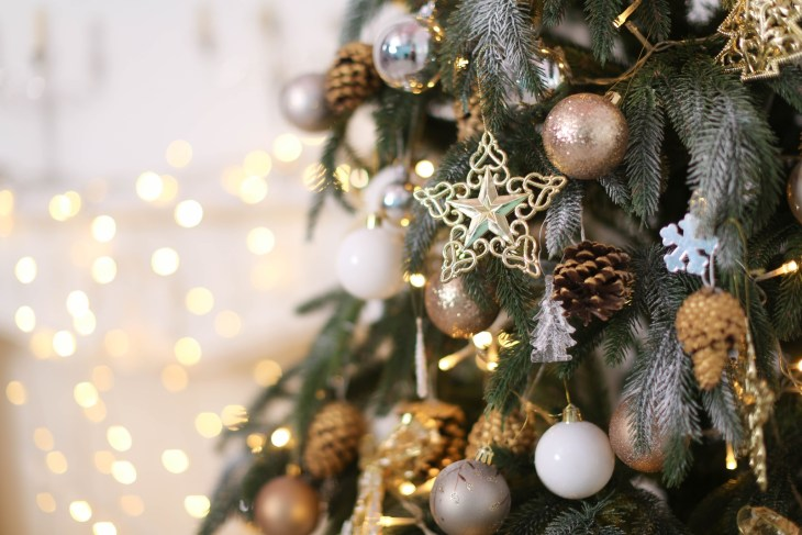 gold and white christmas tree decorations
