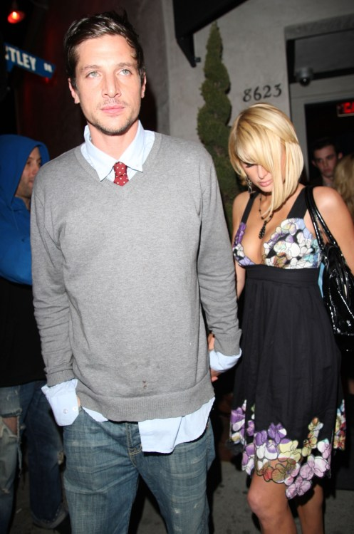 Simon Rex and Paris Hilton leaving Villa Lounge after enjoying a drink together.