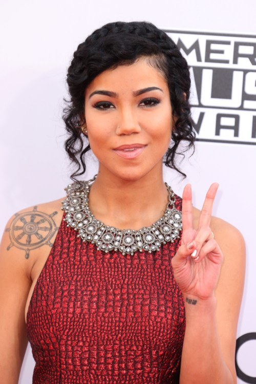 Jhene Aiko holding up peace sign