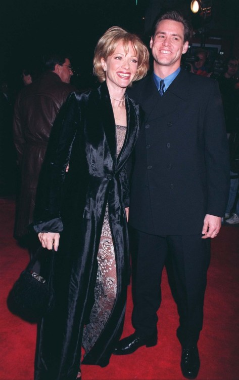 "06JAN97: Actress LAUREN HOLLY & actor husband JIM CARREY at the premiere of her new movie, ""Turbulence,"" in which she stars with Ray Liotta."