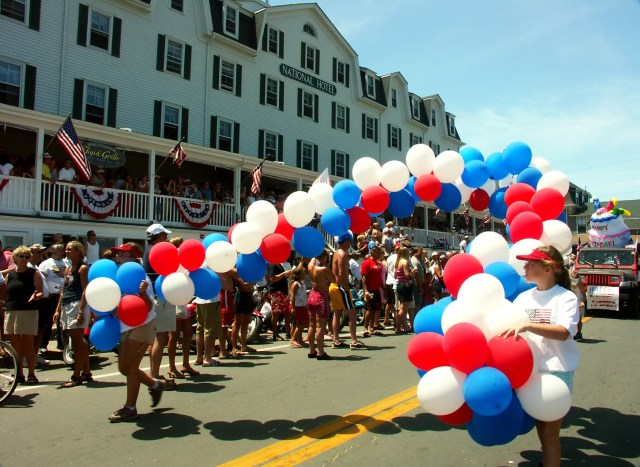 4th of July parade with balloons