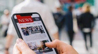 3 Effective Ways to Stay Informed on the News Without Being Overwhelmed