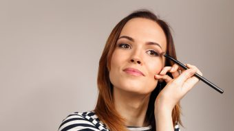 6 Helpful Tips To Apply Eye Makeup Confidently