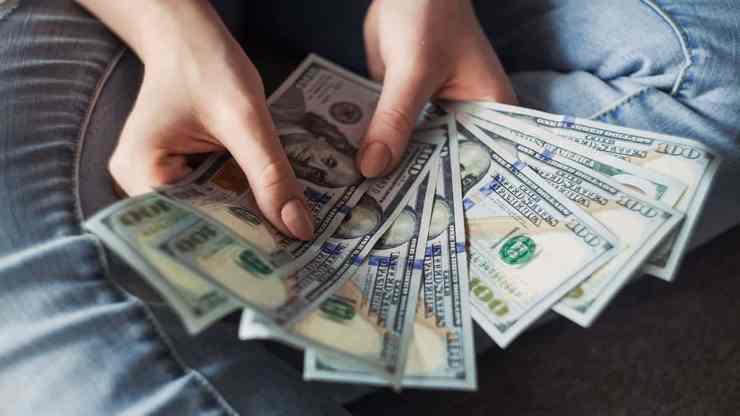 fanning out 1000 dollar bills