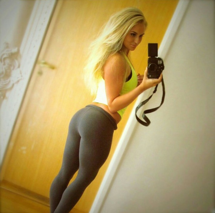 girls-in-yoga-pants-20