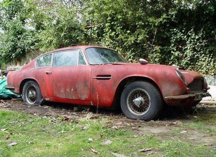 abandoned-supercars-Classic-Aston-Martin-DB5-19
