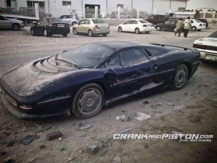 abandoned-supercars-Jaguar-XJ220-16