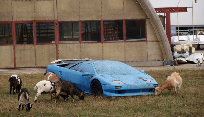 abandoned-supercars-Lamborghini-Diablo-04
