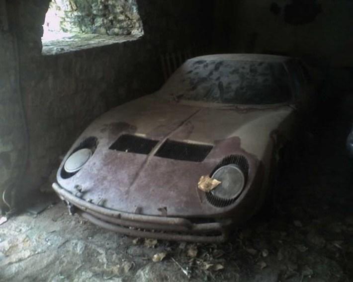 abandoned-supercars-Lamborghini-Miura-03