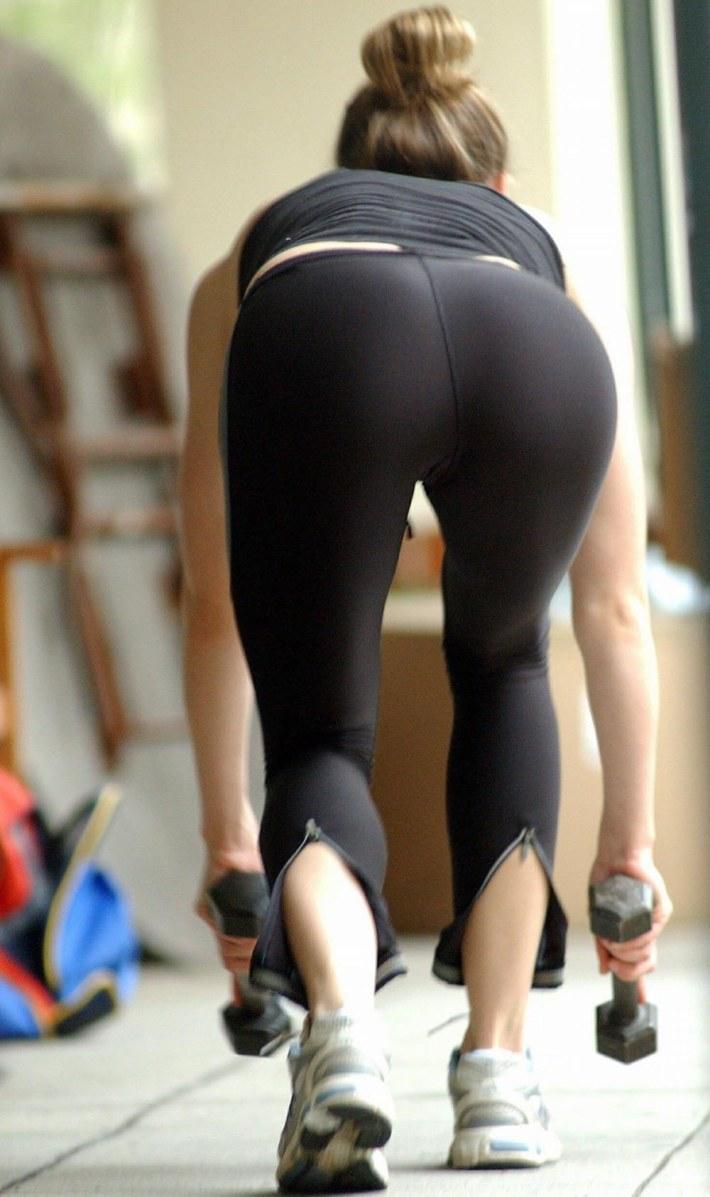 sexy-girls-yoga-pants-11