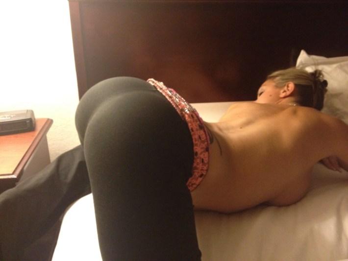 sexy-girls-yoga-pants-5