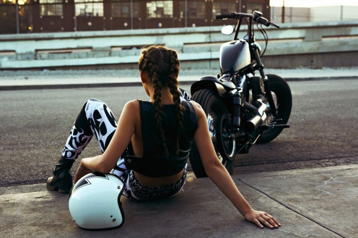 sexy-girls-on-motorcycles-22