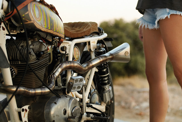 sexy-girls-on-motorcycles-6