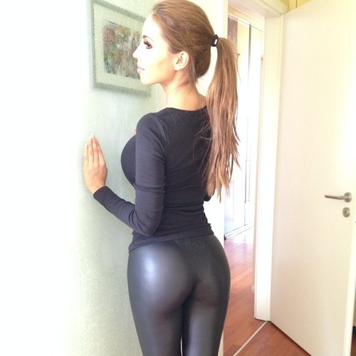 sexy-girls-yoga-pants-2
