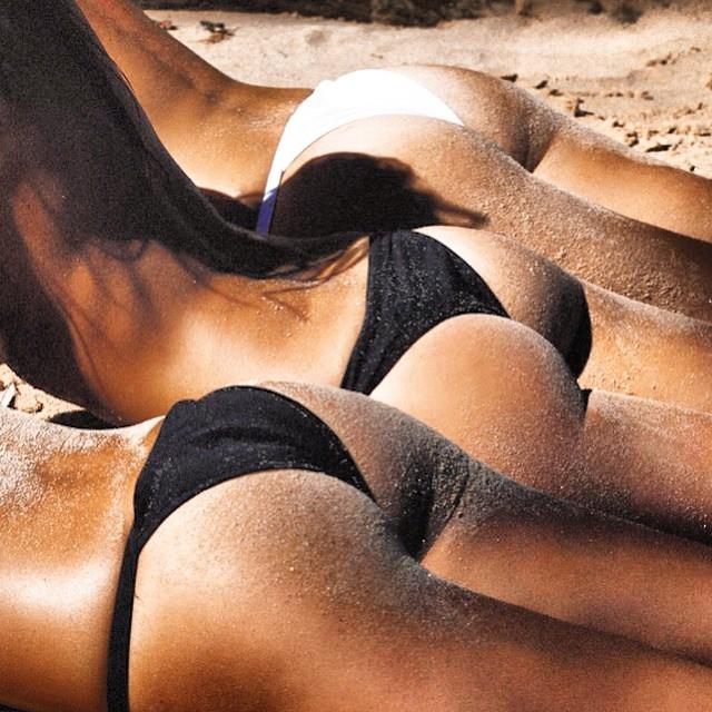 bikini-sand-ass-3