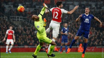 Giroud Header Briefly Put Arsenal Top of the League