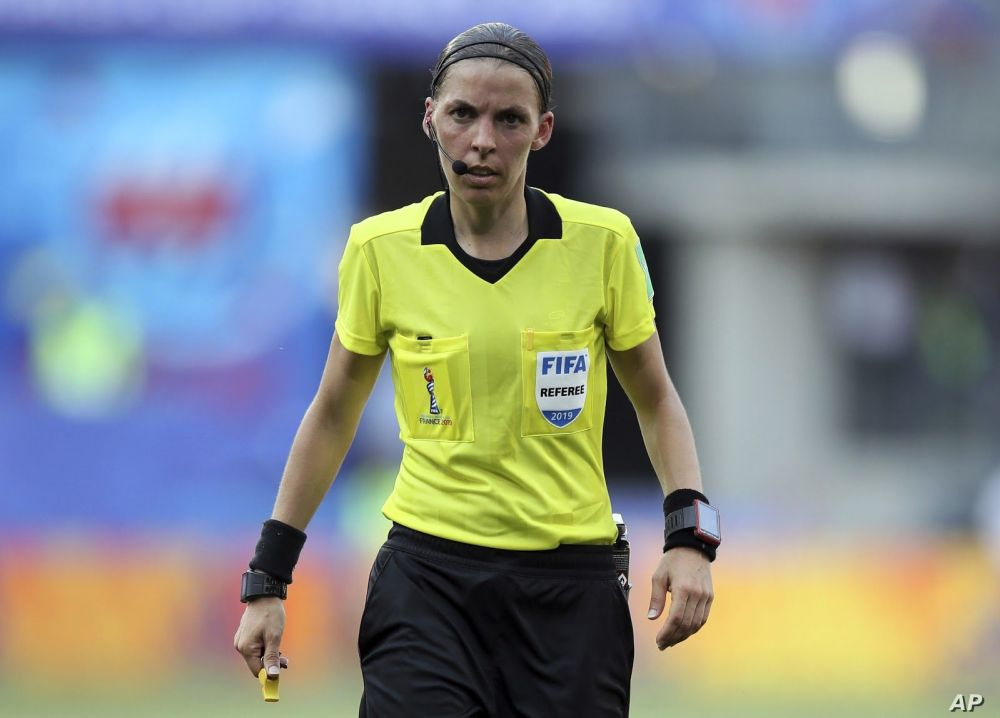in defence of the referee.jpg