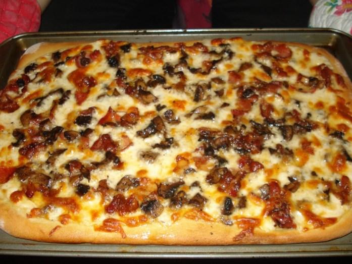 Bacon Alfredo Pizza