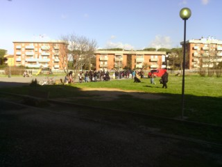 Le persone presenti a inizio manifestazione