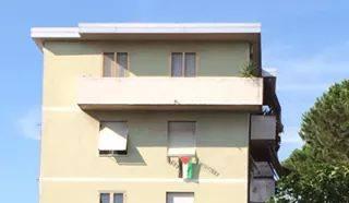 bandiera al balcone