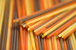food, red, eating, healthy, dry, close-up, culture, weiss, group, italian, italien, italienische, italy, yellow, bunt, bunte, colorful, farbenfroh, background, meal, color, kueche, ungleich, preparation, dried, gourmet, macro, nationalfarben, cooking, grün, noodles, nudeln, pasta, tricolore, variation, gleich, dreifarbig, raw, spaghetti, ingredient, trikolore