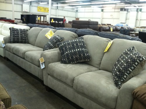 homecomfortoutlet-showroom-couch