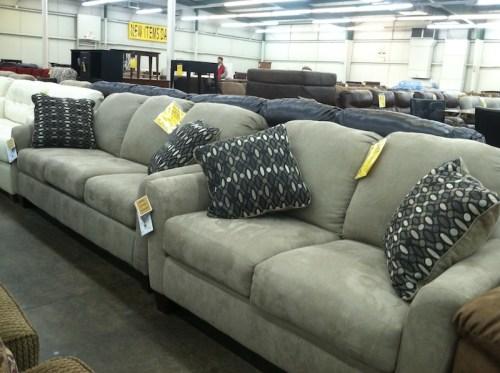 homecomfortoutlet-showroom-couch