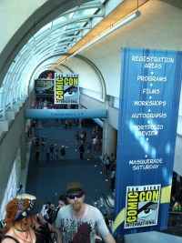 sandiegocomiccon2013-previewnight-conventioncenter-hallway