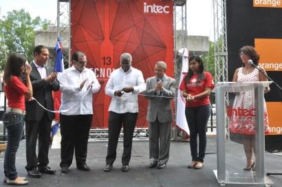 Enrique Ramírez, Eduardo Valcárcel, Rolando M. Guzmán y Juan José Báez durante el corte de cinta inaugural de Intecnología 2013.