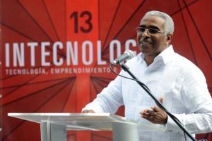 Rolando Guzmán dijo que la feria abre una ventana para conocer las aplicaciones de la ciencia y la tecnología que desarrollan los estudiantes en INTEC.
