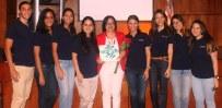 Los miembros del CEPSI junto a la profesora de psicología Mari Mora.