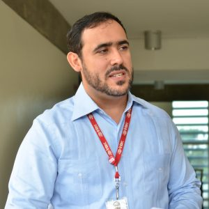Profesor Oliver Cruz, coordinador del proceso de acreditación de la Escuela de Negocios.