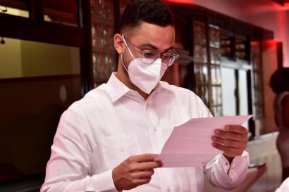 Luis Eduardo Tavares Nicolás, egresado de Medicina, del Área de Ciencias de la Salud.