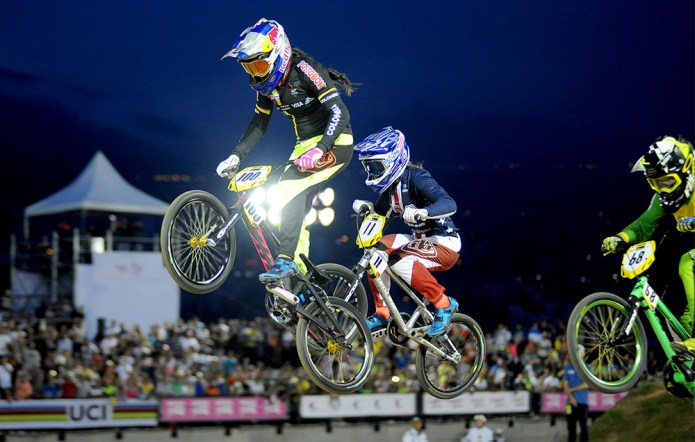Mariana Pajón wint Supercross WK BMX in Medellin