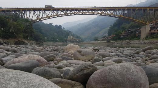 Waterkrachtcentrale Hidroituango veroorzaakt laag waterpeil in rivier Cauca