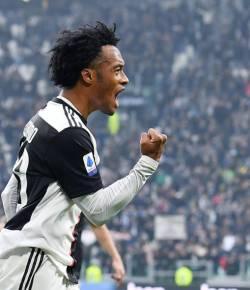 Juan Cuadrado maakt doelpunt en assist voor Juventus in stadsderby