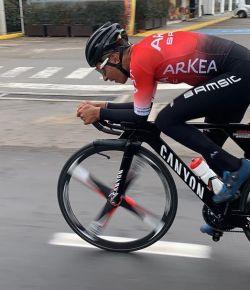 Nairo Quintana aangereden door automobilist tijdens training