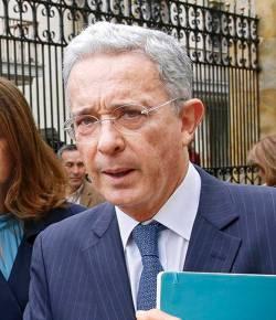 Aanklagers laten zaak tegen ex-president Uribe vallen