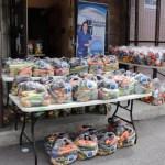 Entrega de alimentos a familias afectadas durante la pandemia 2020.