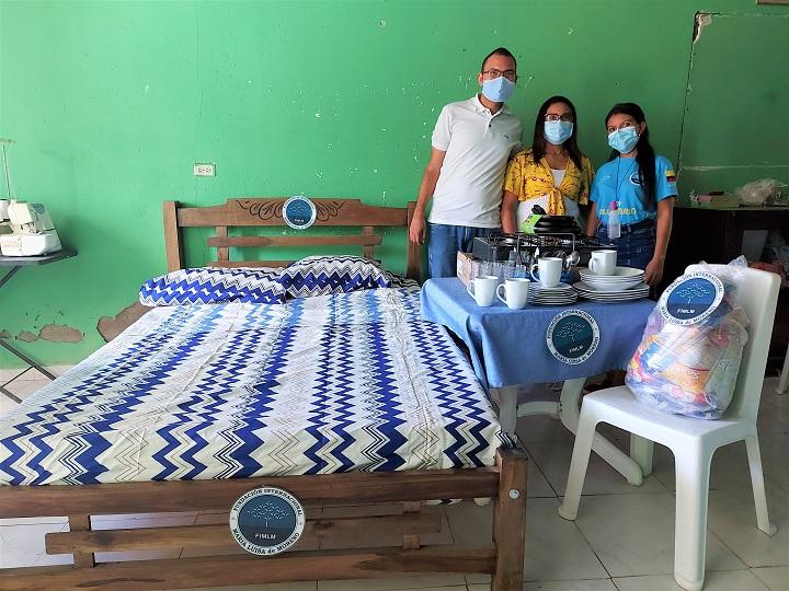 Entrega de ayudas a la familia de Nelsy Torres, damnificada por inundaciones en Carmen de Bolívar, 2021