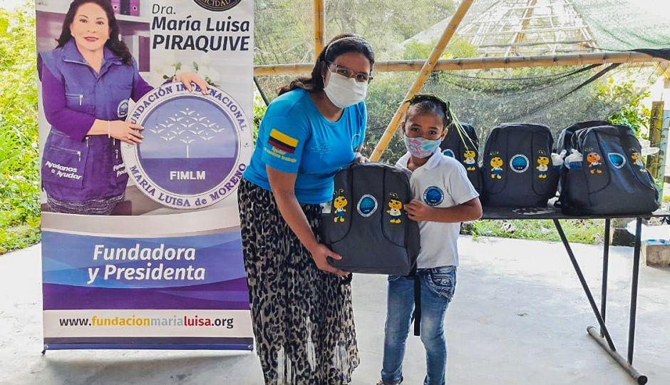 Entrega de kits escolares a niños de la Institución Etnoeducativa La Gabriela. Huila, mayo 2021