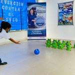 Se realizó una actividad lúdica donde los estudiantes participaron en un juego de bolos que consistía en derribar al Covid-19 con una pelota que representaba al lavado de manos.